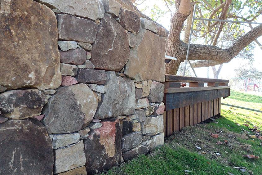 Stonework wall